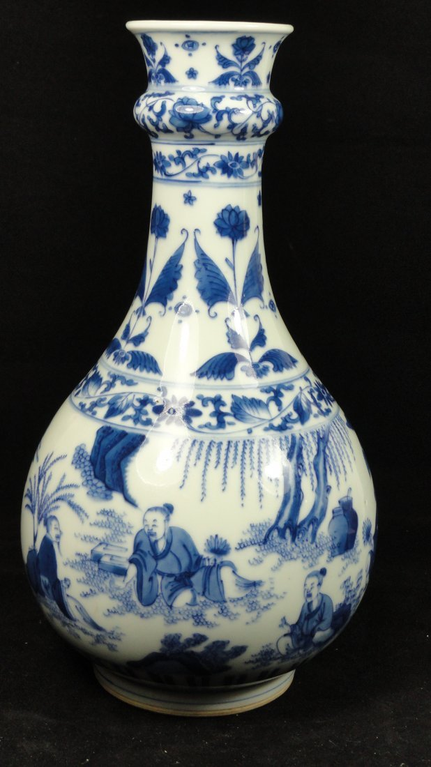 6078: 18th Century Chinese export blue and white vase