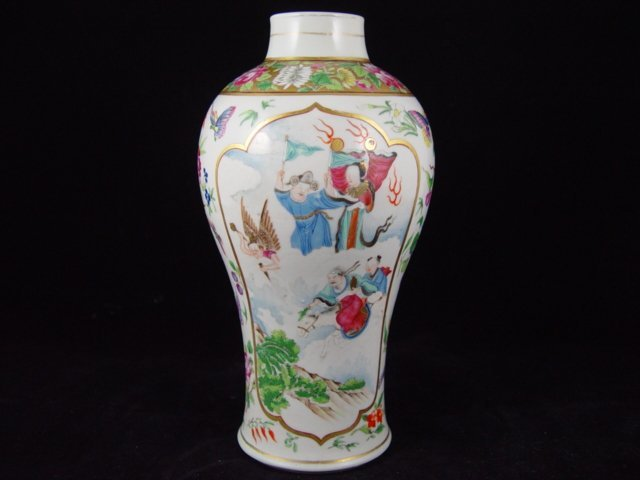 001: Fine 18th Century Chinese Famille Rose Vase.