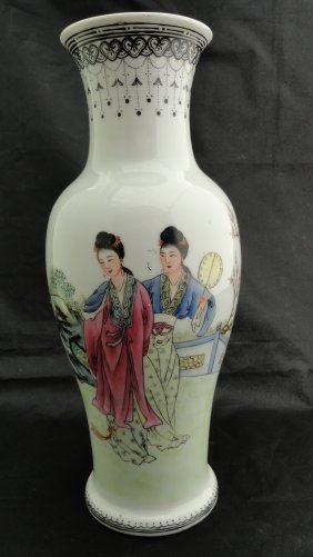 022: Chinese Famille Rose vase from the early 1900's