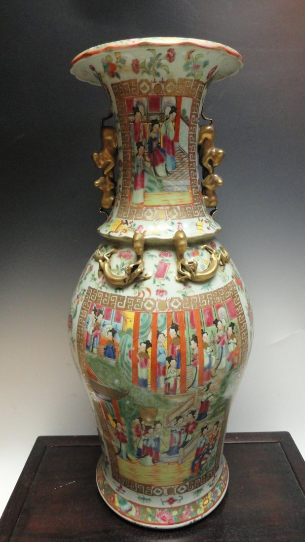 19th Century Chinese Rose Medallion Palace Vase