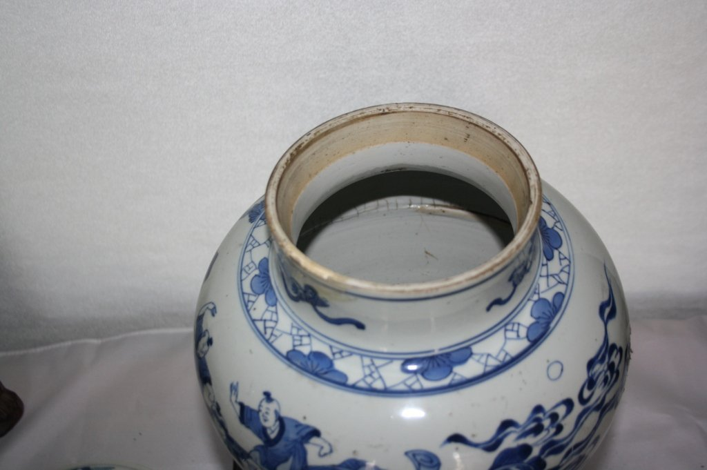 239: KangXi Blue and White Porcelain Covered Vase The b - 6