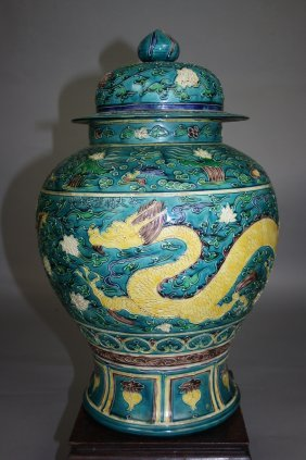 Fahuacai Enameled Porcelain Dragons Balustar Jar An