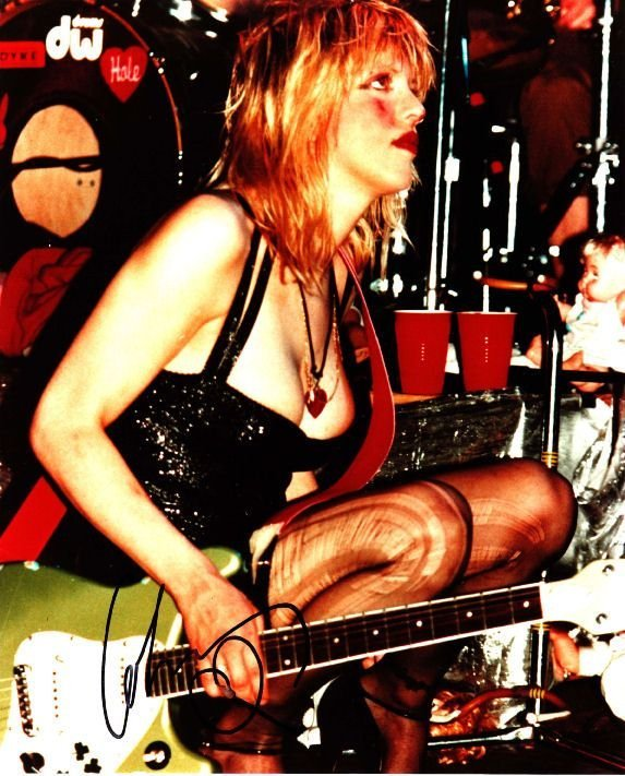 "22: Courtney Love Signed 13"" x 10"" Photograph"