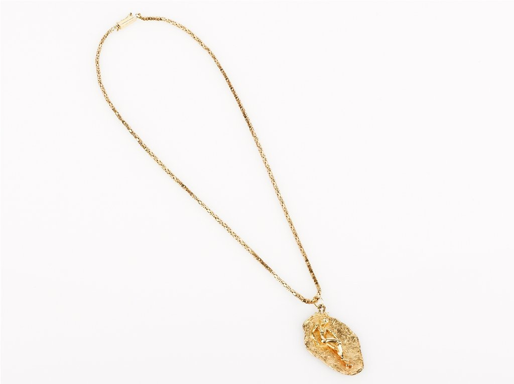 15: Gold Pendant on Chain