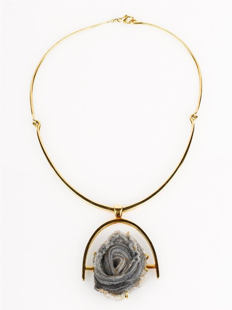 18: Pendant Necklace