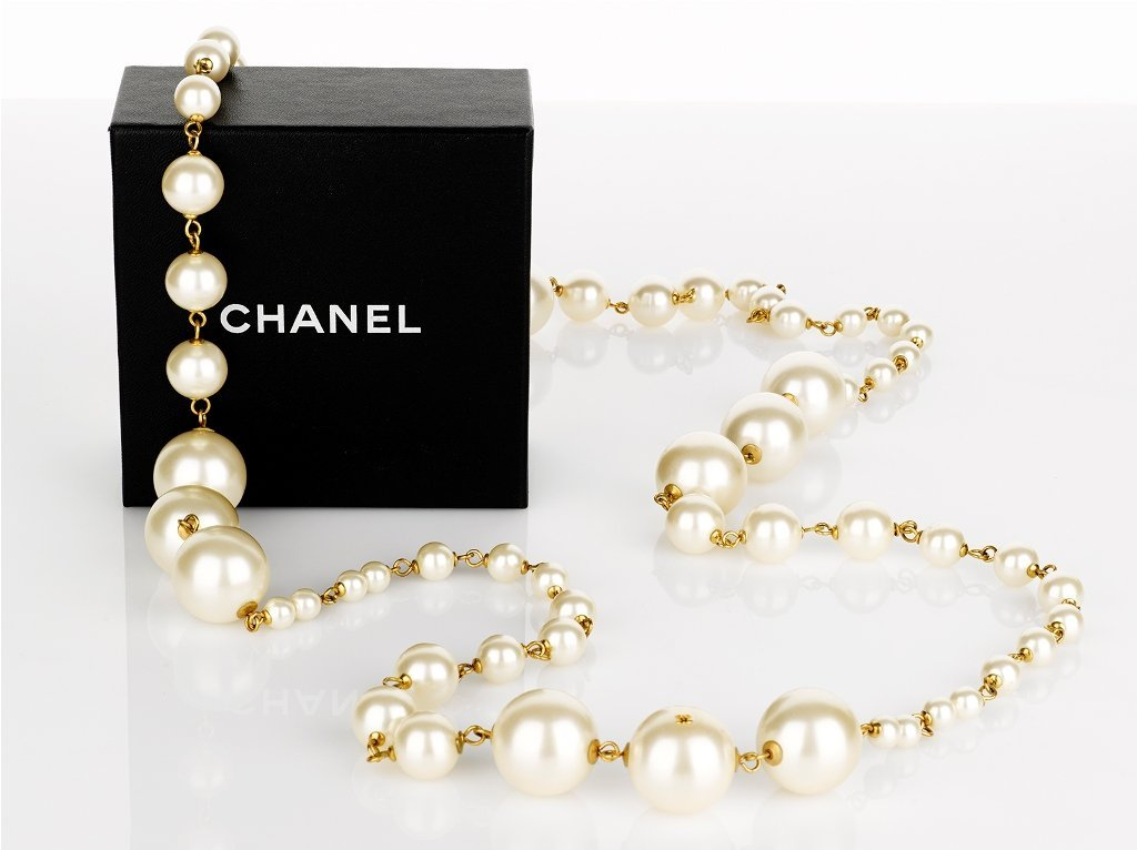 18: CHANEL, Long Strand of Faux Pearls