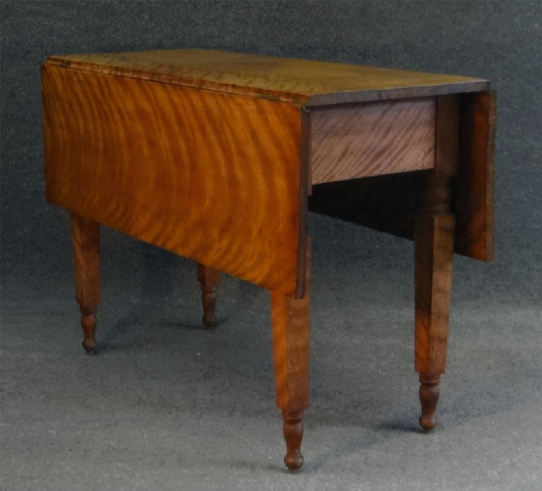 19THC. FLAME GRAINED DROPLEAF NY TABLE