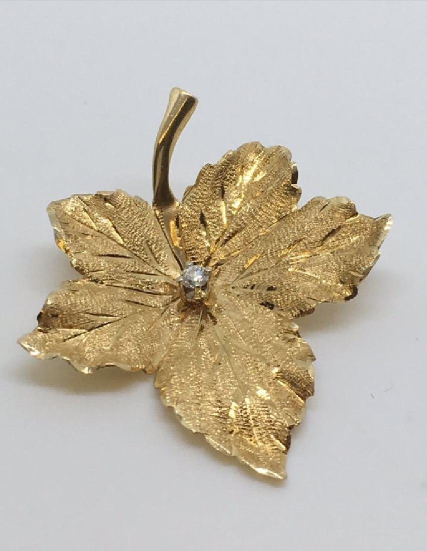 14KT YELLOW GOLD MAPLE LEAF PIN W/ DIAMOND