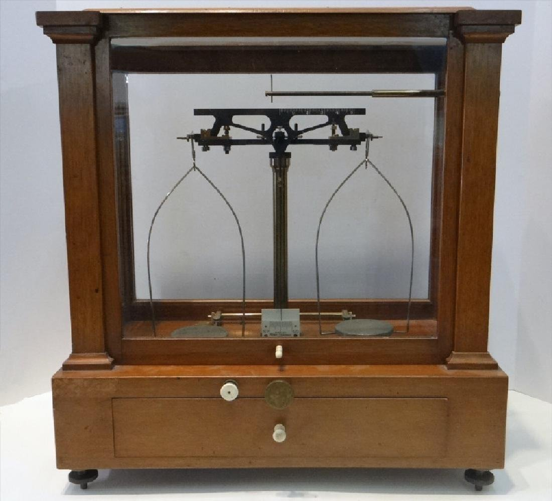 BOXED SET OF SINGLE BEAM JEWELERS SCALE W/ WEIGHTS