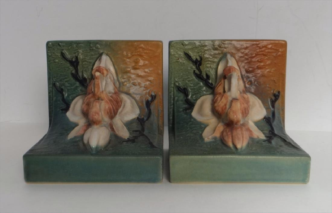 MAGNOLIA ROSEVILLE BOOKENDS & 2 VASES - 7