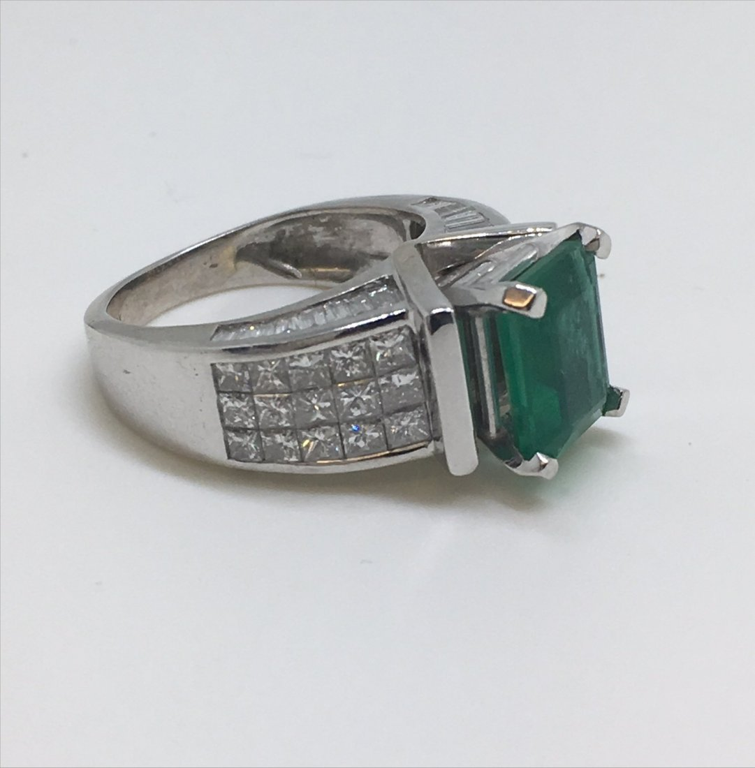 EMERALD & DIAMOND IN 18KT WHITE GOLD RING - 2