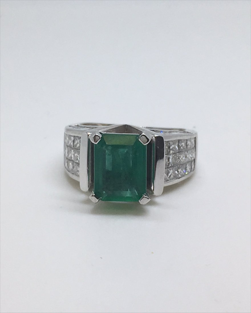 EMERALD & DIAMOND IN 18KT WHITE GOLD RING - 3