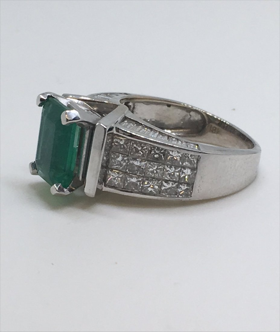 EMERALD & DIAMOND IN 18KT WHITE GOLD RING - 4