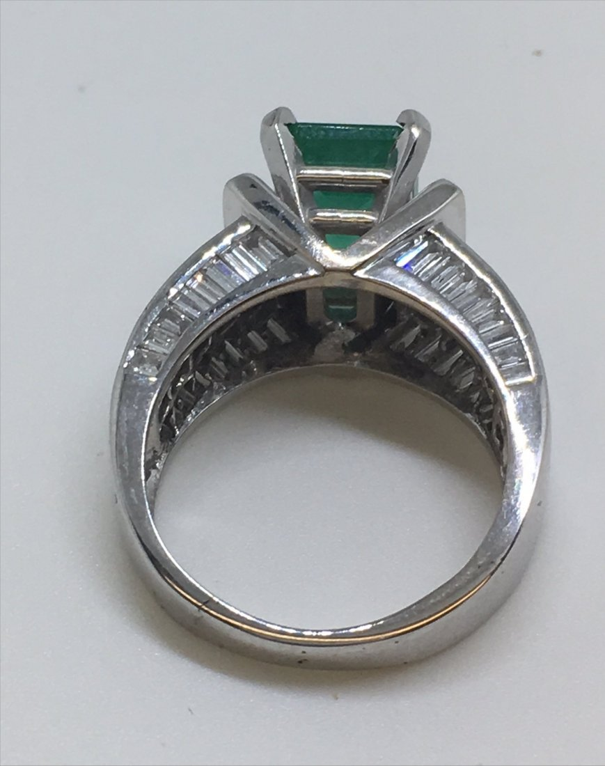 EMERALD & DIAMOND IN 18KT WHITE GOLD RING - 5