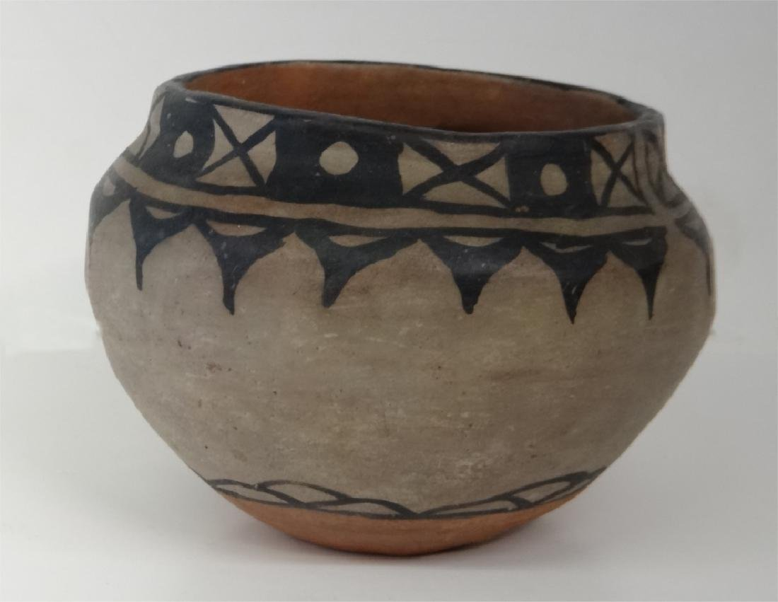 GROUP OF NATIVE AMERICAN POTTERY & BASKETRY - 10