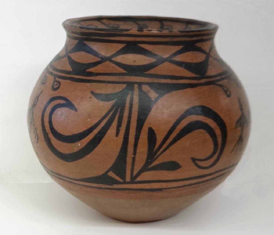 GROUP OF NATIVE AMERICAN POTTERY & BASKETRY - 3