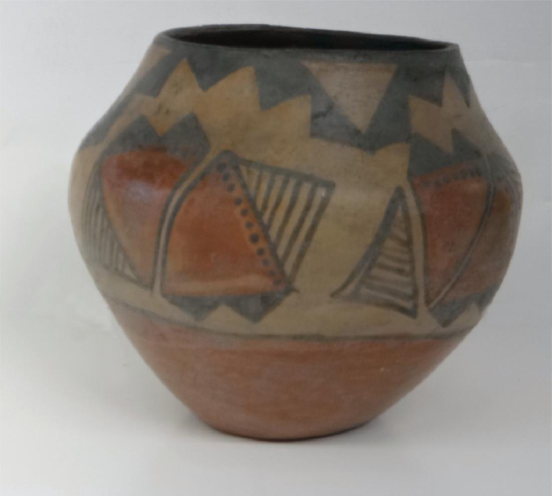 GROUP OF NATIVE AMERICAN POTTERY & BASKETRY - 6