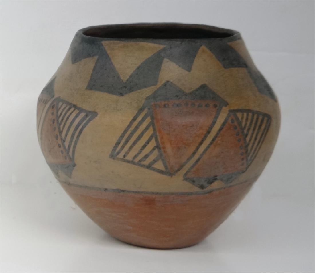 GROUP OF NATIVE AMERICAN POTTERY & BASKETRY - 7
