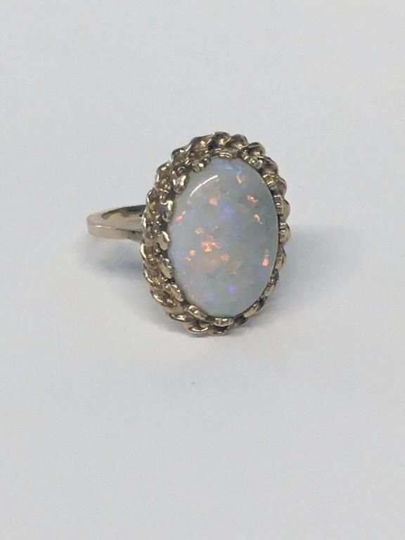 OVAL CABOCHON FIRE OPAL IN 14KT YELLOW GOLD RING (3.15