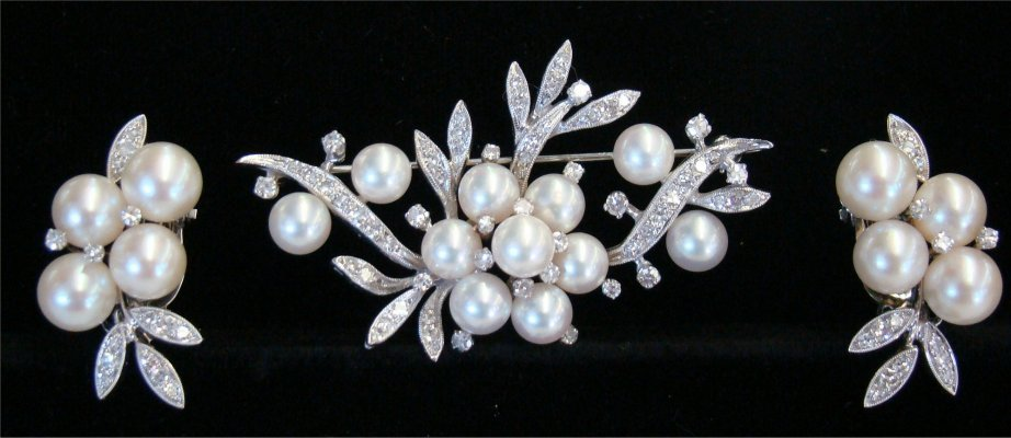 3: 14K White Gold With Diamond & Pearls Brooch With Mat