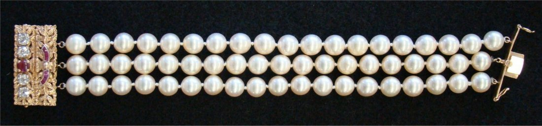 19: Triple Strand Pearl Bracelet With 14K Diamond