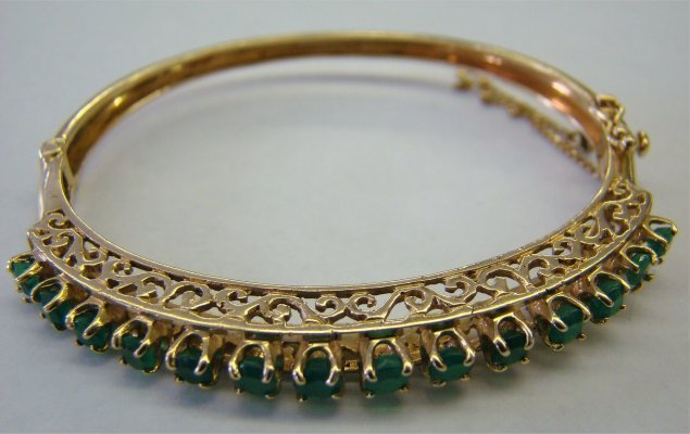 8: 14K Yellow Gold & Emerald Bangle Braclet 10.0 dwt