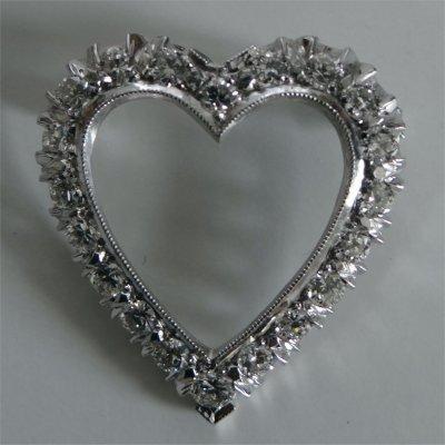 Diamond Heart Shaped Pin Set In 14K White Gold