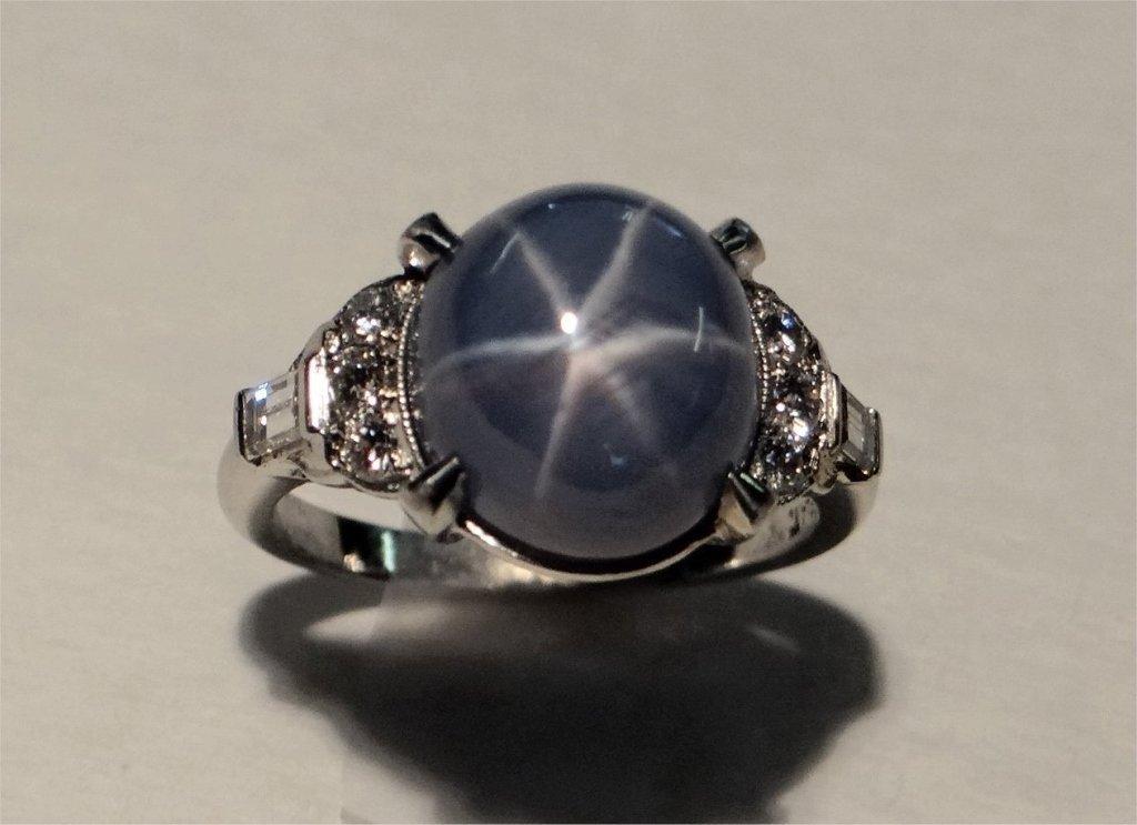 STAR SAPPHIRE & DIAMOND RING SET IN PLATINUM