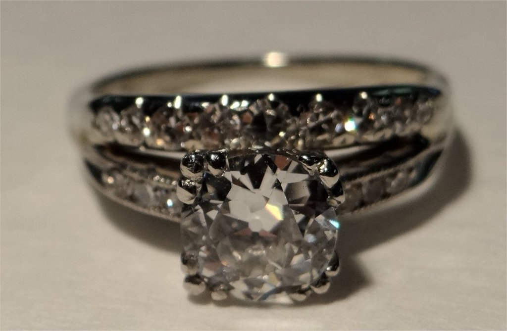APPROX. 1 CT DIAMOND SOLITAIRE W/ ATTACHED BAND