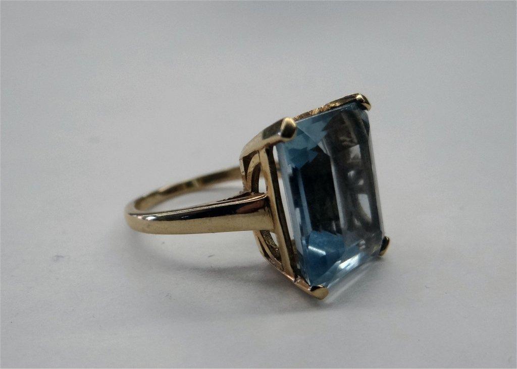 LG EMERALD CUT AQUA MARINE RING SET IN 18K GOLD