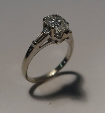 PEAR SHAPED DIAMOND SOLITAIRE IN 14K WHITE GOLD