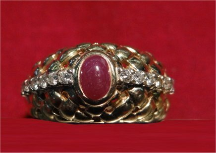 CABACHON RUBY & DIAMOND RING IN 14K YELLOW GOLD