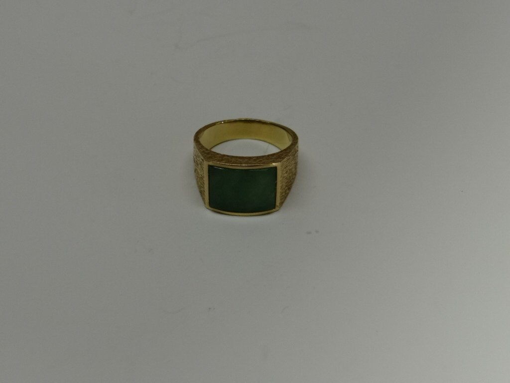 18K YELLOW GOLD AND JADE MANS RING