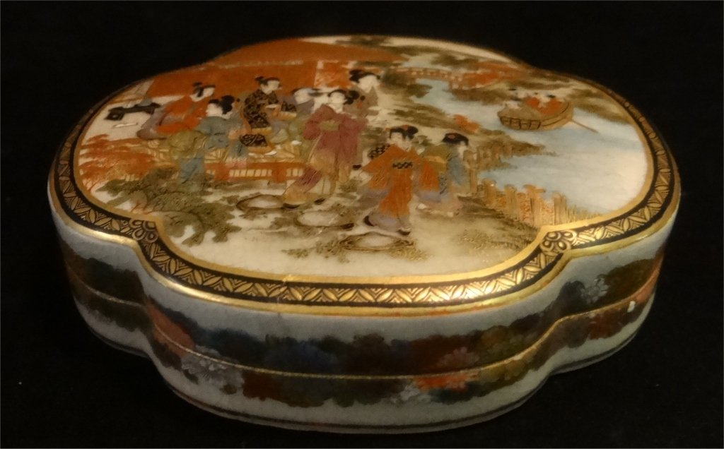 2 ORIENTAL PORCELAIN COVERED BOXES - 2