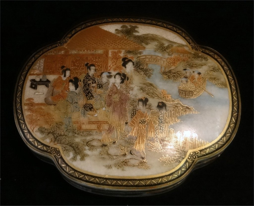 2 ORIENTAL PORCELAIN COVERED BOXES - 3