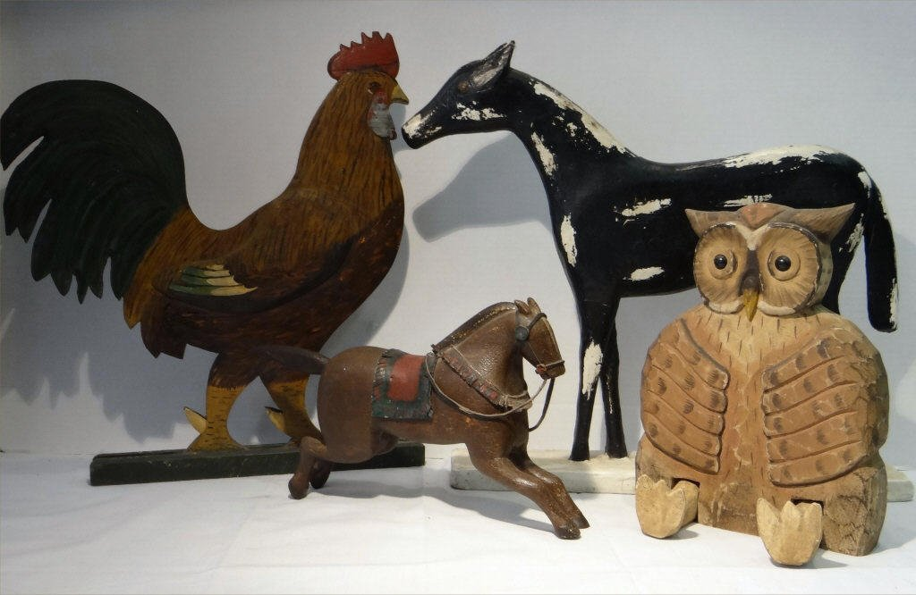 4 FOLK CARVED WOODEN ANIMALS:SEATED OWL, ROOSTER