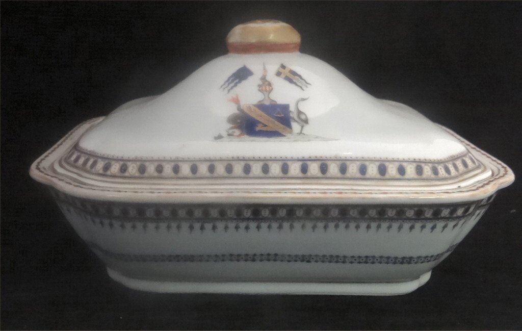 "CHINA TRADE ARMORIAL COVERED DISH 10"" LONG"