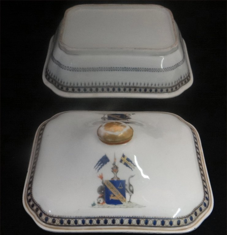 "CHINA TRADE ARMORIAL COVERED DISH 10"" LONG - 3"