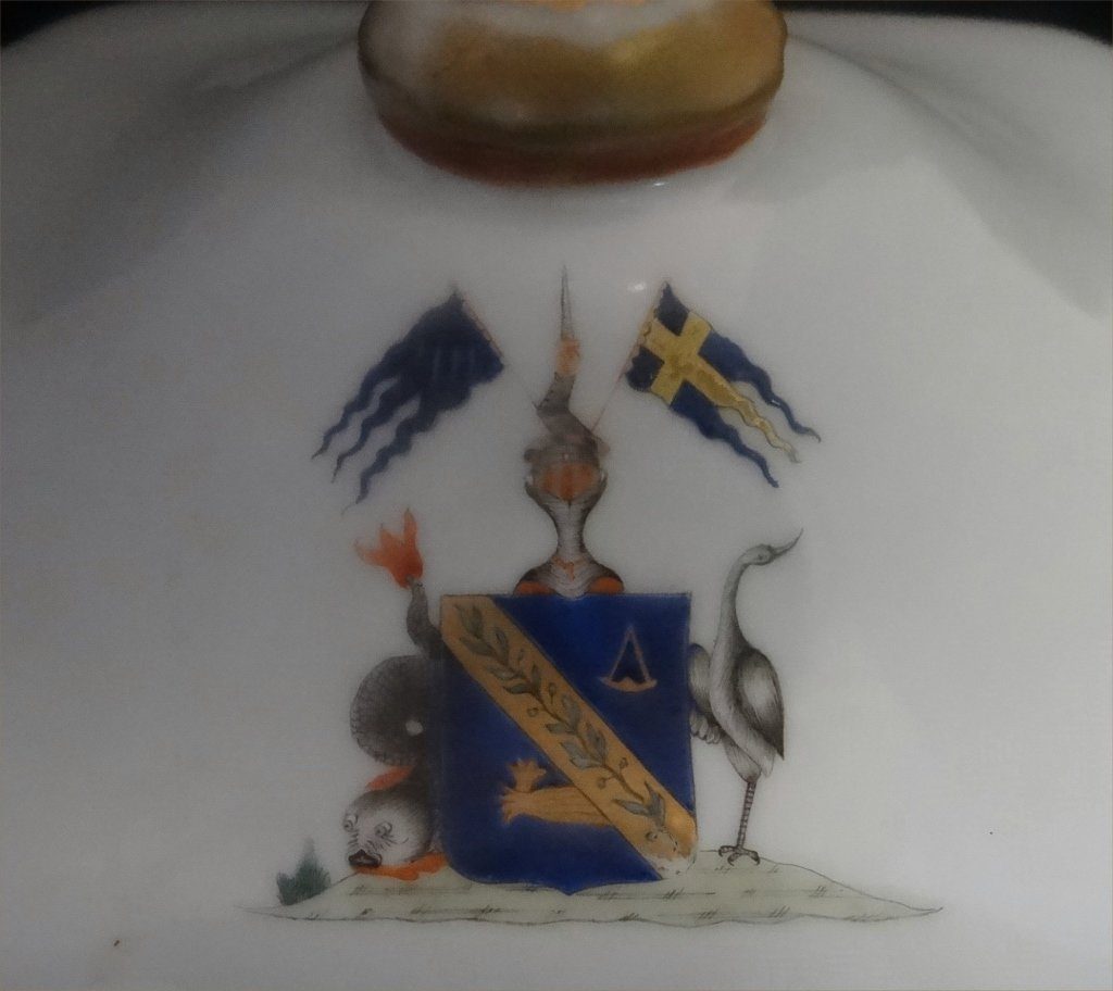 "CHINA TRADE ARMORIAL COVERED DISH 10"" LONG - 4"