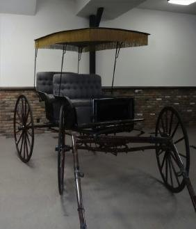 FULLY RESTORED 2 SEATED HORSE DRAWN SURRY