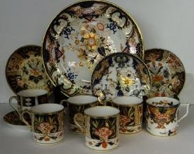 GROUP OF EARLY ENGLISH PORCELAIN IMARI PALLETTE