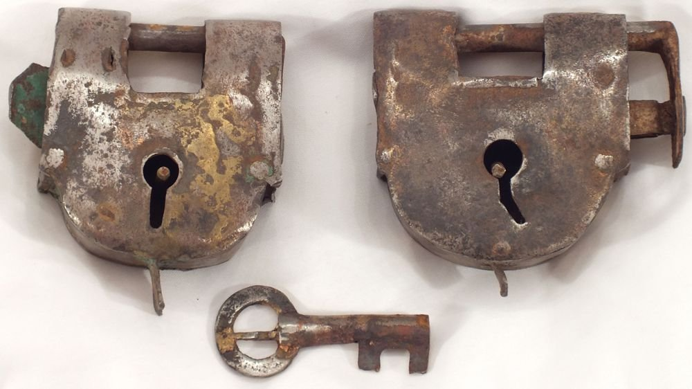 17: ARAB AFRICAN SLAVE TRADE LOCKS