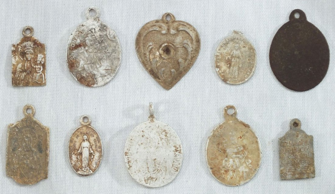 4: TEN RELIGIOUS PENDANTS/MEDALS