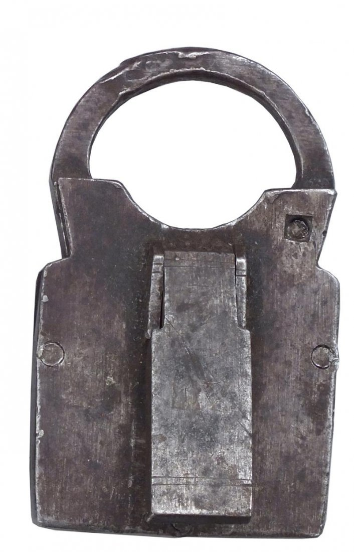 9: 17TH CENTURY EUROPEAN OR AMERICAN PADLOCK