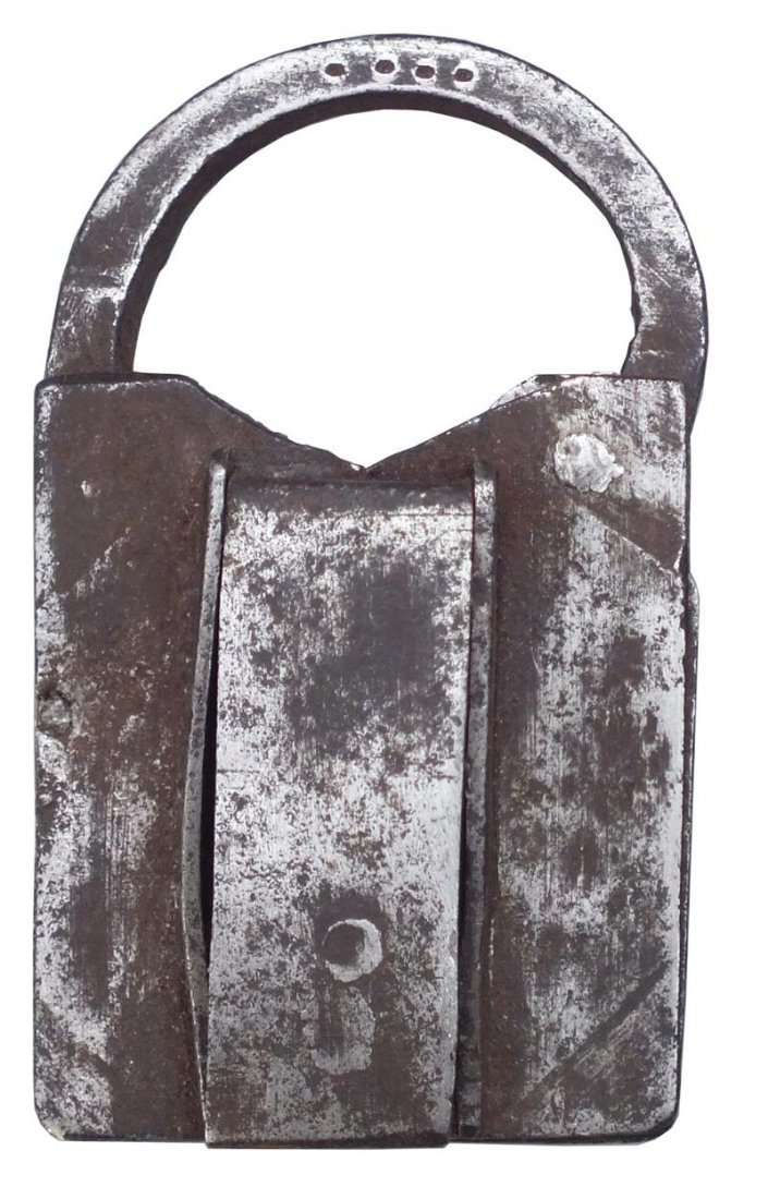 11: 17TH CENTURY EUROPEAN OR AMERICAN PADLOCK