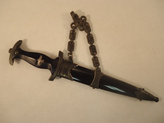 137: WWII Miniature Waffen SS Chained Offices Dagger w/