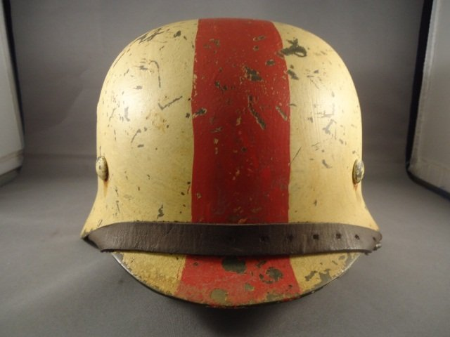 22: German World War II Army Medic M-40 Combat Helmet. - 2