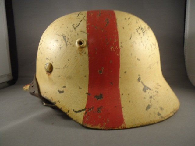 22: German World War II Army Medic M-40 Combat Helmet. - 3