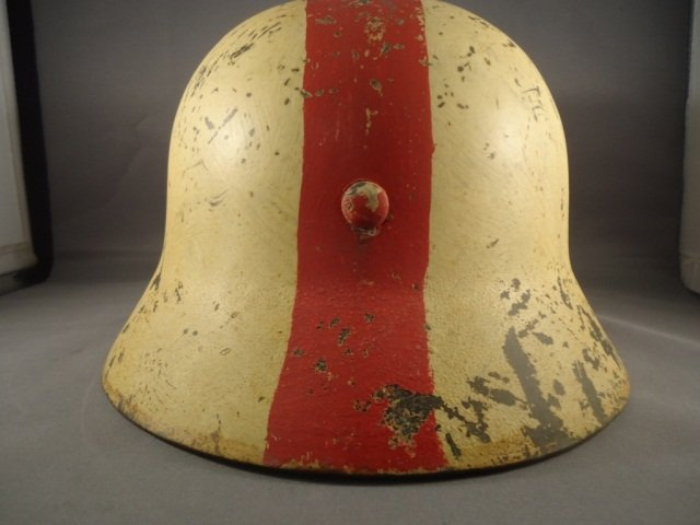 22: German World War II Army Medic M-40 Combat Helmet. - 4