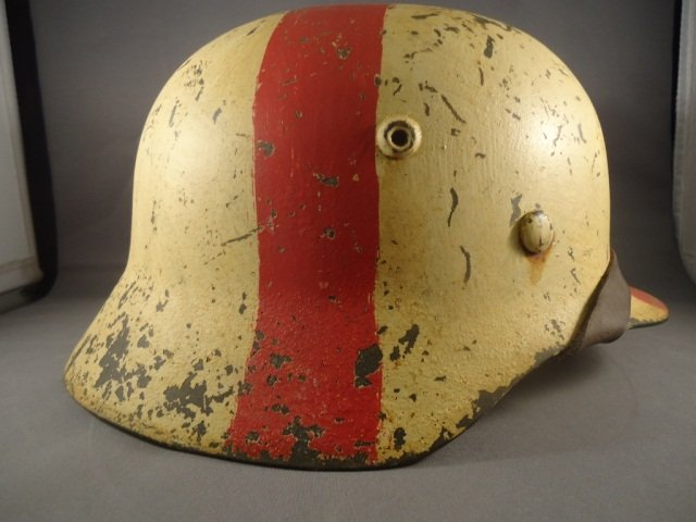 22: German World War II Army Medic M-40 Combat Helmet. - 5